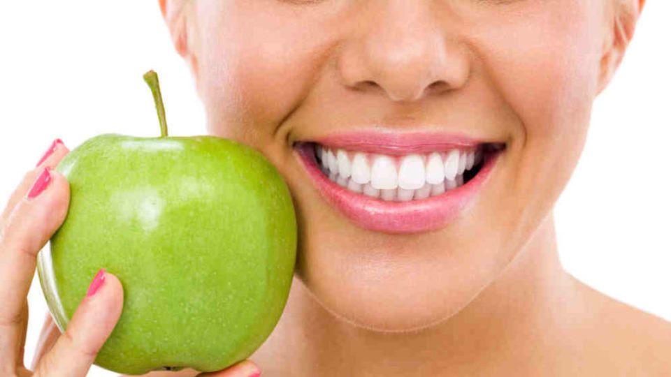 Întreținerea dinților după albire